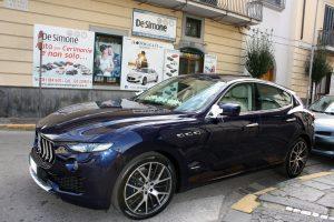 Noleggio Maserati Levante blu per Cerimonie Napoli (1)
