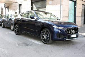 Noleggio Maserati Levante blu per Cerimonie Napoli (10)