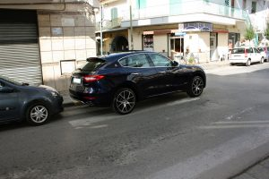 Noleggio Maserati Levante blu per Cerimonie Napoli (7)
